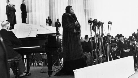 Photo of Opera singer Marian Anderson performing at the Lincoln Memorial in 1939.